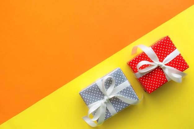 Idee di concetti di sfondi festa di celebrazione con confezione regalo colorata
