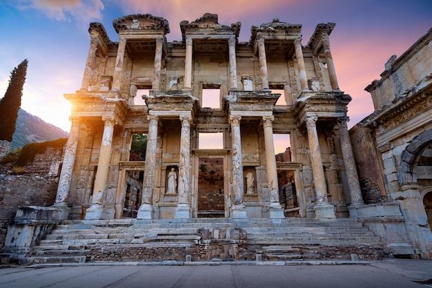Biblioteca di celso nella città antica di efeso a smirne, in turchia