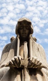 Statua del cimitero in italia, in pietra - più di 100 anni