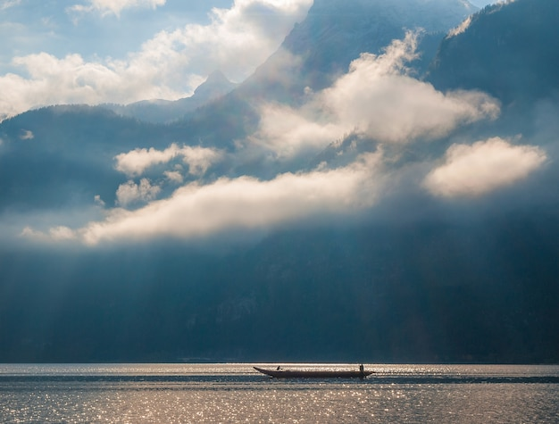 Luci cenital nel lago di hallstatt
