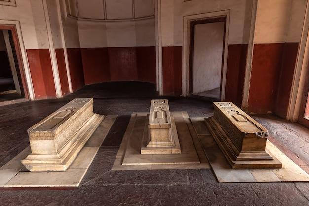 Cenotafi di hamida banu begum, dara shikoh nella tomba di humayun, india, delhi.