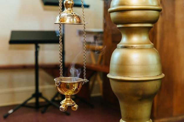 Incensiere appeso nel turibolo della chiesa della chiesa