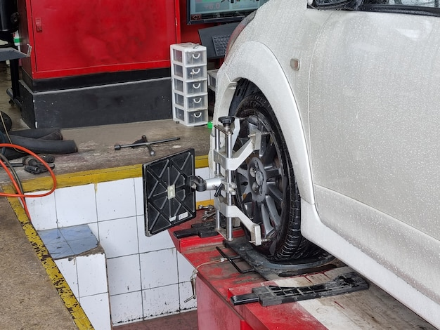 Centro di equilibratura ruota auto car