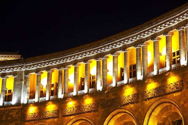 Sulla piazza centrale di yerevan, in armenia