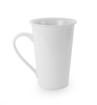Tazza in ceramica su sfondo bianco