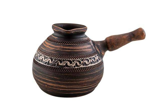 Turco ceramico dell'argilla rossa isolato su bianco