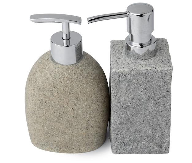 Dispenser di sapone in ceramica simile alla pietra isolato su priorità bassa bianca