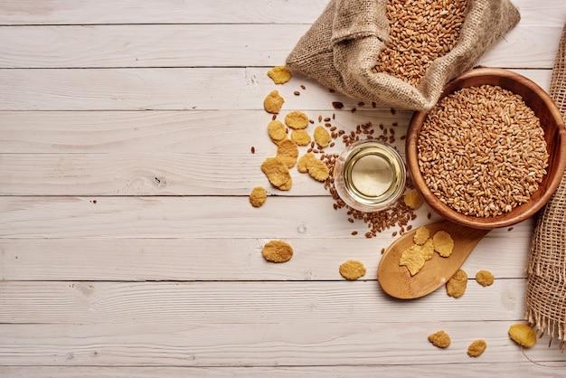 Cereali sul tavolo colazione sana vista dall'alto. foto di alta qualità