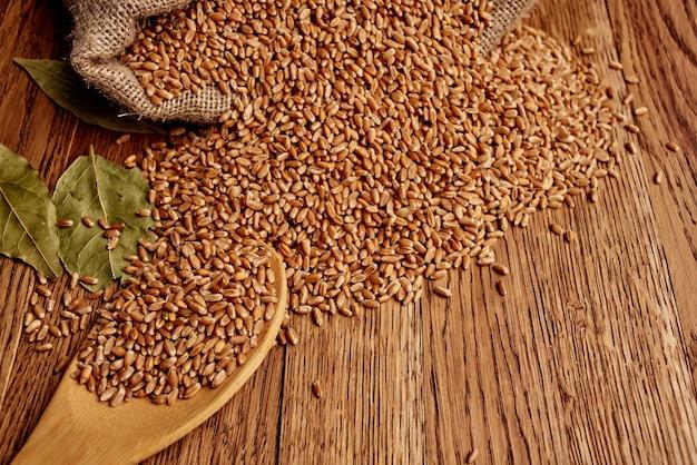Cereali in tavola colazione sana vista dall'alto