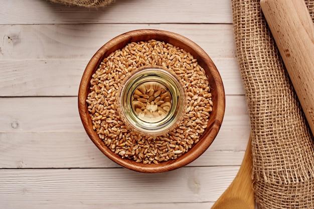 Cereali sul tavolo sana colazione sfondo di legno. foto di alta qualità