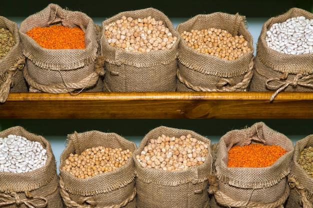 Cereali in sacchetti