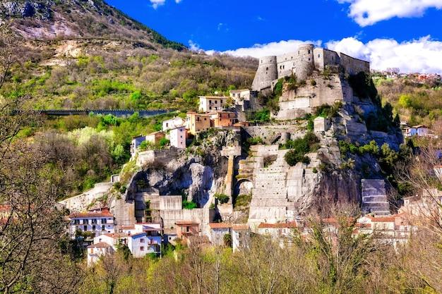 Borgo di cerro al volturno con suggestivo castello