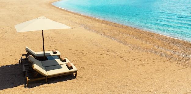 Chaiselounge sulla spiaggia di sabbia