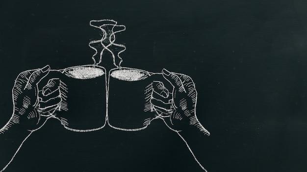 Segni la mano del gesso che disegna due mani che tengono la tazza di caffè con vapore e gli acclamazioni sul bordo nero vicino