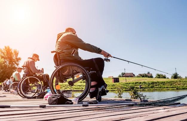 Campionato di pesca sportiva tra persone con disabilità.