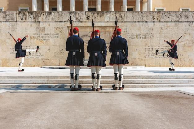 Cambio della guardia presidenziale chiamata evzones davanti al monumento del milite ignoto