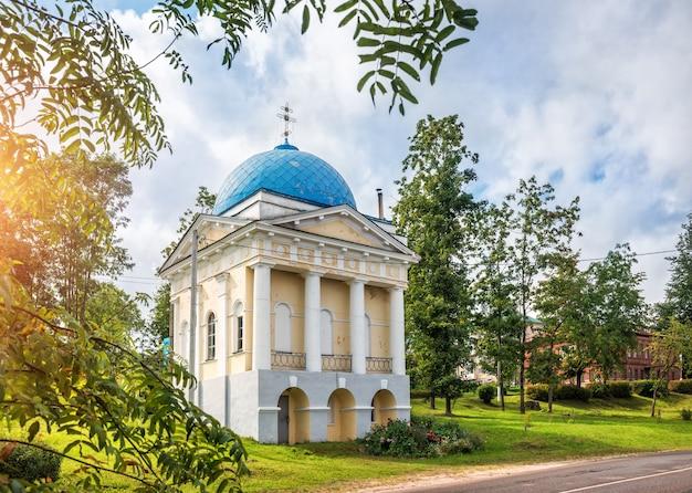 Cappella di jacob borovichsky nella città di valdai in una giornata di sole estivo