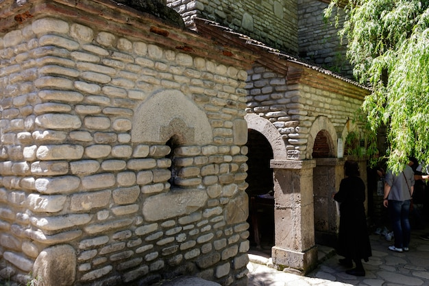 Cappella dei santi zabulon e sosana e casa della sorgente di san nino nel monastero di san nino a bodbe. sighnaghi, kakheti, georgia