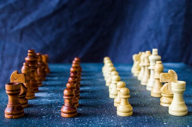 Scacco matto e figure di scacchi close-up, gioco da tavolo