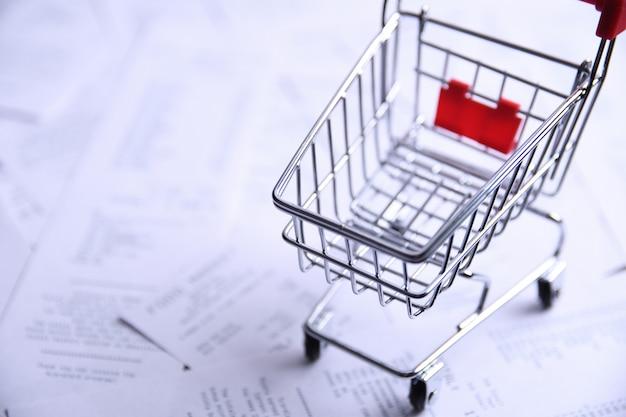 Assegni da acquisti da negozi e carrello della spesa