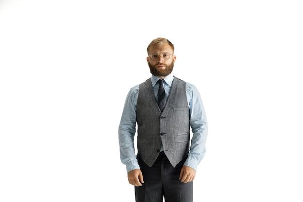 Allegro bell'uomo d'affari isolato su sfondo bianco studio