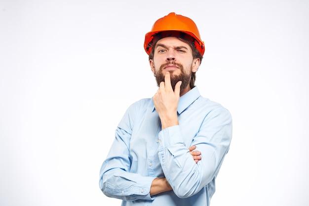 Allegro uomo arancione elmetto lavoro industria stile di vita professionale