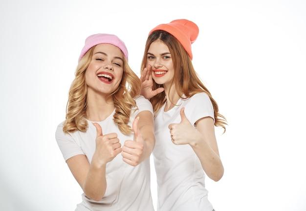 Donne allegre stile di vita glamour fashion studio amicizia vista ritagliata
