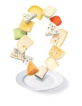 Piatto di formaggio isolato su bianco