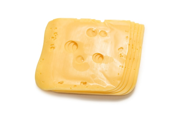 Fetta di formaggio isolato su sfondo bianco.