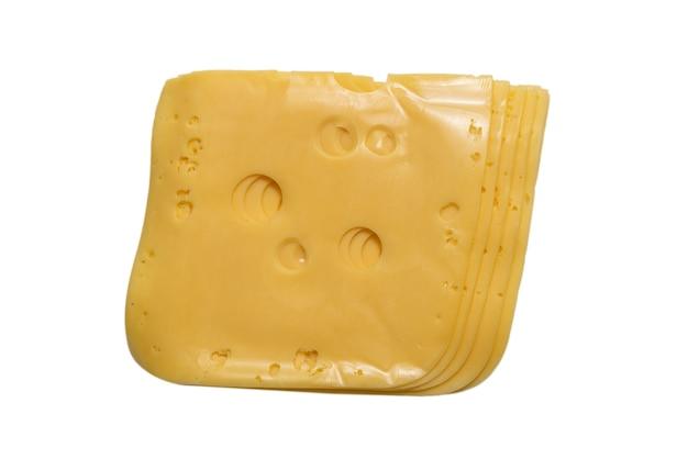 Fetta di formaggio isolata su bianco.