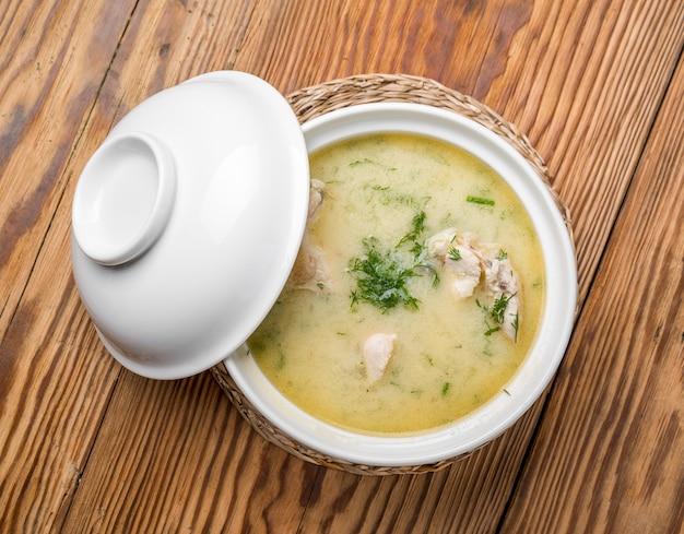 Zuppa di formaggio con pollo e verdure