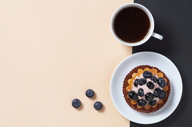 Cheesecake con mirtilli freschi e caffè