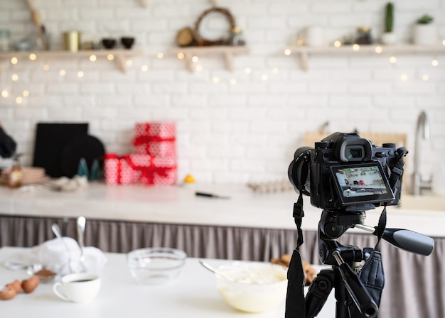 Chef blogger che registra video per blog