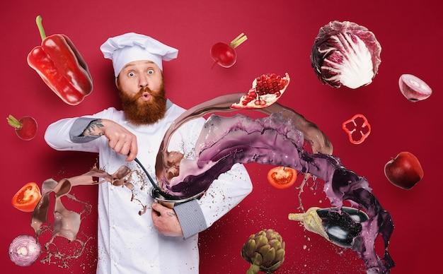 Lo chef è sorpreso di una nuova ricetta di sfondo bordeaux