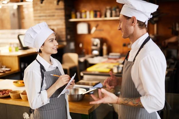 Chef discutendo menu