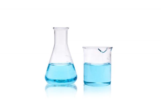 Becher e provetta di ricerca del laboratorio di chimica