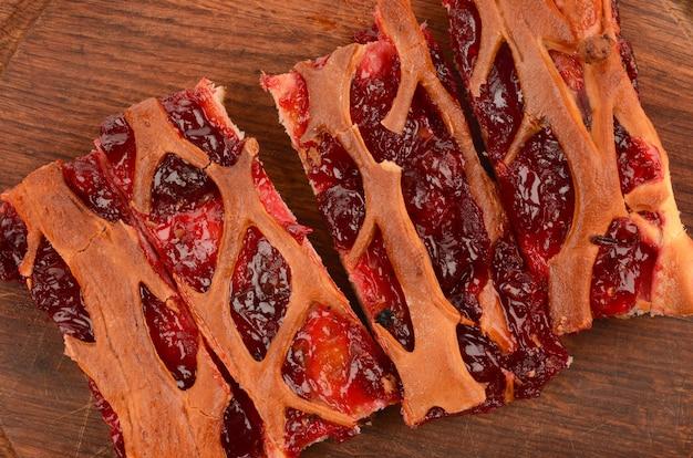Primo piano della torta di ciliegie