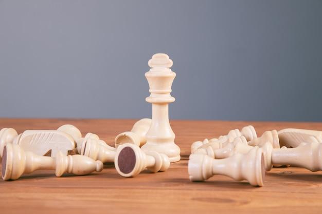 Scacchiera concetto di gioco per idee e concorrenza e strategia, concetto di successo aziendale