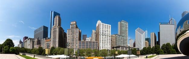 Vista di paesaggio urbano di chicago dal parco di millennio