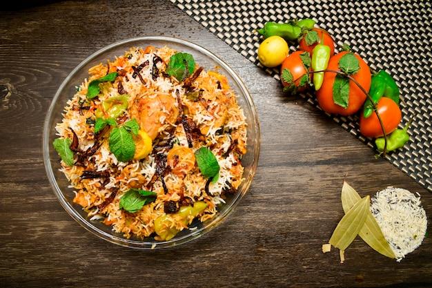 Pollo biryani food photography