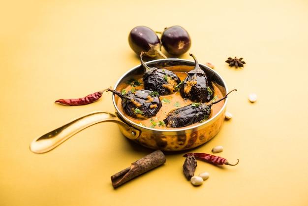 Pollo al curry con cosce o coscia o murg tangri o tangdi masala