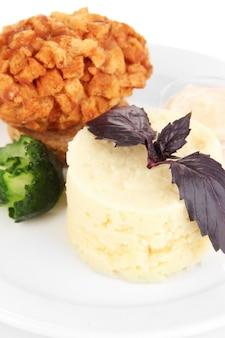 Pollo alla kiev e purè di patate alla piastra, su bianco