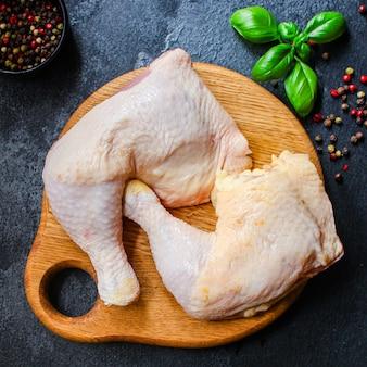 Cosce di pollo carne cruda