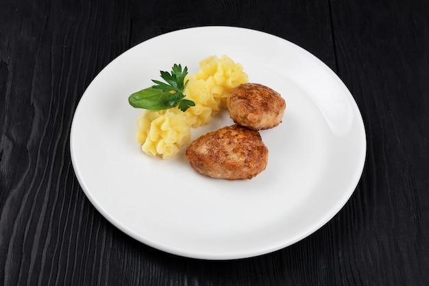 Cotoletta di pollo con purè di patate