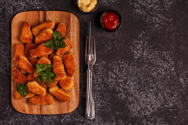 Bocconcini di pollo con salse
