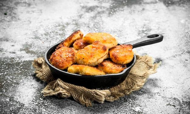 Bocconcini di pollo in padella.