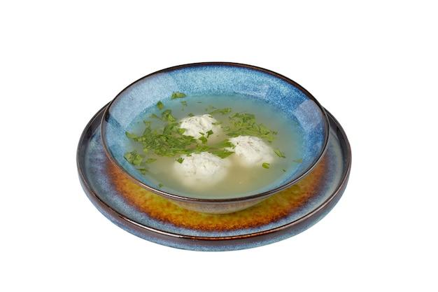 Zuppa di pollo con polpette, piatto da ristorante, immagine isolata