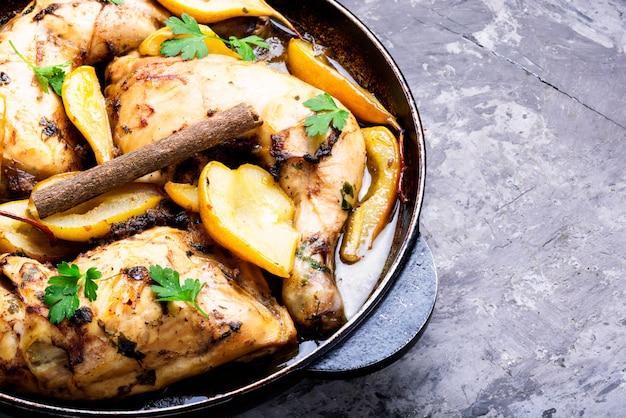 Pollo in umido a pera