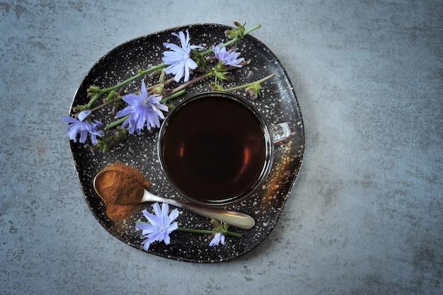 Cicoria in tazza fiori di cicoria