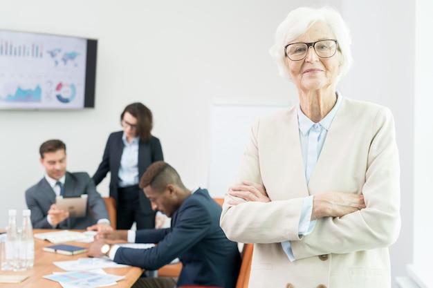 Amministratore delegato nella sala riunioni